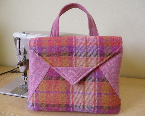 Retro,Style,Plaid,Wool,iPad,Tablet,Bag,retro style ipad bag, plaid wool ipad bag, womens padded ipad tablet bag, tablet handbag, padded, tablet bag, plaid wool tablet bag, plaid wool handbag, retro style handbag,