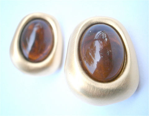 Vintage,Amber,Earrings,Faux,Clip,Ons,Givenchy,Art,Deco,Cabochon,Vtg,Designer,vintage faux amber gold tone clip on earrings, vintage Givenchy amber art deco earrings, vintage givenchy earrings, vintage art deco amber cabochon earrings, designer gold tone earrings, villa collezione, satin gold earrings, matte gold amber earrings