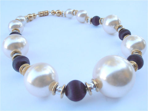 Vintage,Pearl,Necklace,Glass,Black,White,Bead,Oversized,Ball,vintage black creamy white  faux pearl necklace, chunky statement faux pearl necklace, fake pearl necklace, vintage cream pearl glass necklace, vintage large black bead necklace, gold bead necklace, imitation pearl necklace, oversize pearl bead necklace