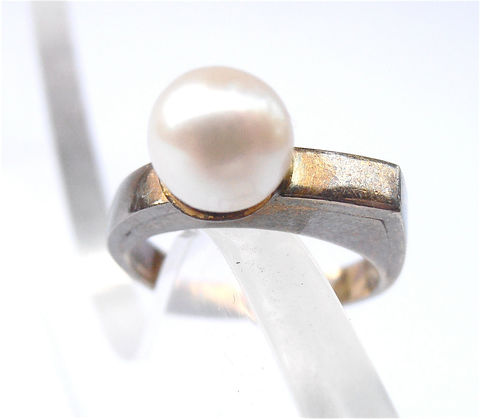 Vintage,Pearl,Ring,White,8k,Gold,Yellow,Cultured,Real,Single,Solitaire,Size,7,vintage genuine pearl ring, vintage real pearl gold ring, authentic pearl ring us size 7, solitaire pearl cocktail ring, vintage white pearl engagement ring, single genuine pearl and gold ring, 8k gold ring, villacollezione, villa collezione