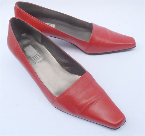 Vintage,Red,Shoes,DKNY,Kitten,Heels,Leather,Pumps,Donna,Karan,Designer,Ladies,Shoe,Size,7.5,City,vintage red shoes, red leather shoes, red leather pumps, red kitten heels, black kitten heels, ladies shoes size 75, red low heels shoes, vintage dkny, minimalist design, red dkny shoes, donna karan shoes, red designer shoes, red womens shoe size 75