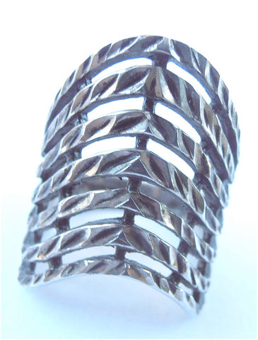 Vintage,Chevron,Sterling,Silver,Ring,Stripes,Cigar,Extra,Wide,Band,925,Ladies,Womens,U,S,Size,7,V,Shape,Villacollezione,vintage chevron sterling silver ring, vintage chevron silver ring, vintage cigar silver ring, extra wide v shape ring, ladies ring size 7, vintage chevron ladies ring, vintage textured chevron ring, chevron wide ring, unisex ring, villacollezione