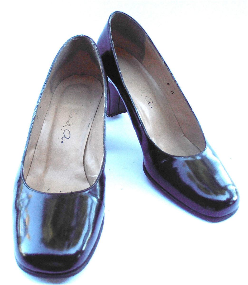 9396dad49e81 Vintage Black Vintage Basic Black Patent Leather Pump Classic Retro Ladies  Shoes Round Toe Shoe Size 8 Chunky High ...