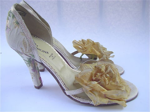 Super,Glam,Italian,High,Heels,Brocade,and,Cabbage,Rose,Vintage,90s,cabbage rose shoes, gold brocade ladies shoes, womens shoe size 75, ladies shoe size 75, italian high heels shoes, brocade shoes, donna di toscana shoes, strappy gold metallic high heels, brocade stilettos, villa collezione, villacollezione