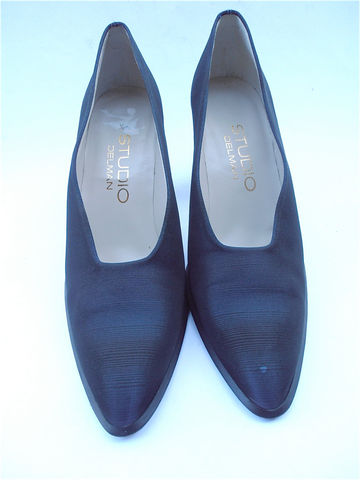 Dark,Blue,Ladies,Designer,Shoes,Studio,Delman,Womens,Pumps,Size,7M,Midnight,Navy,Fabric,Gradient,Color,Tapered,Toes,Villacollezione,vintage dark blue ladies fabric designer shoes, vintage studio delman dark navy blue ladies shoes size 7m, vintage navy blue womens size 7m shoes, vintage gradient blue colored womens ladies pumps, vintage blue pumps ladies shoes size 7m, villacollezione