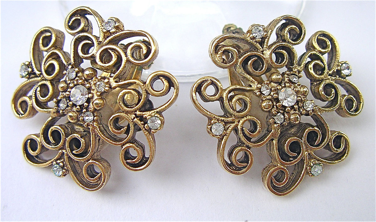 Vintage Yosca Filigree Gold Tone Earrings Lace Like Clip on Earrings Gerard Yosca Designer Clip Ons Earrings Costume Jewelry Villacollezione - product images  of