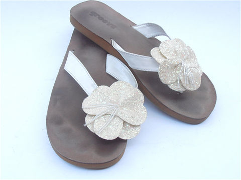 Vintage,Glitter,White,Slippers,Sequined,Beaded,Embellished,Beach,Wedding,Flip,Flops,Thongs,Flower,Sandals,Textured,Womens,Shoe,U.S.,Size,9,vintage white sequined slippers, vintage white beaded slippers, vintage beach wedding thongs, vintage glittered white flower flip flops, vintage white glitter flat sandals, vintage white sequin slippers ladies shoe size 9, embellished white flower slipper