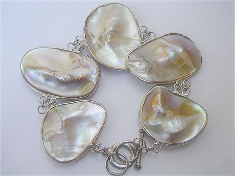Vintage,Biwa,Iridescent,Large,Pearl,Bracelet,White,Freshwater,Cultured,Bangle,MOP,Mother,of,Blister,Half,Pearls,vintage biwa pearl bracelet, vintage baroque MOP shell bracelet, MOP mother of pearl bracelet, large pearl bracelet, white shell bracelet, vintage white pearl bracelet, vintage seashell bracelet, vintage half pearls bracelet blister pearl bracelet
