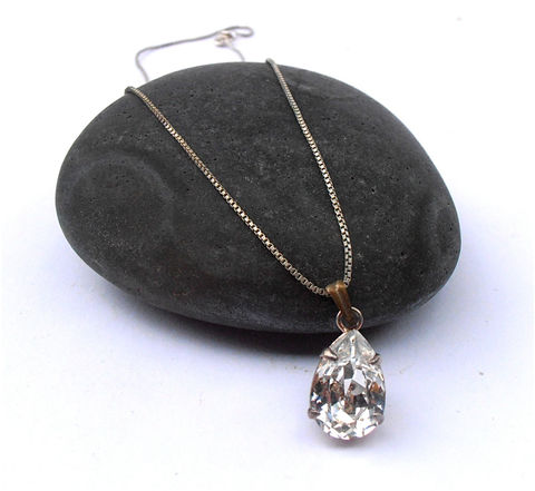 Vintage,Pear,Diamond,Pendant,Faux,Fruit,Solitaire,Radiant,Cut,Clear,Crystal,Glass,vintage pear faux diamond pendant, vintage teardrop faux diamond necklace, imitation diamond solitaire pendant, radiant cut crystal pendant, vintage clear glass pear pendant, vintage bride faux diamond necklace, vintage solitaire wedding diamond