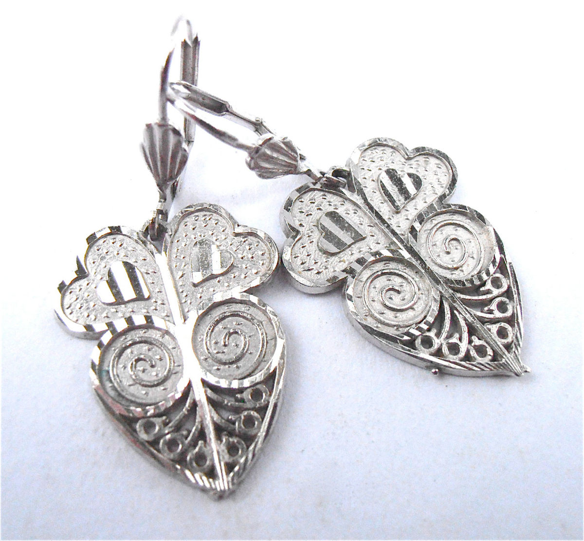 Vintage Silver Heart Filigree Earrings Lace Dangling Tone Shiny Etched Engraved Textured Jewelry Jewellery Villacollezione