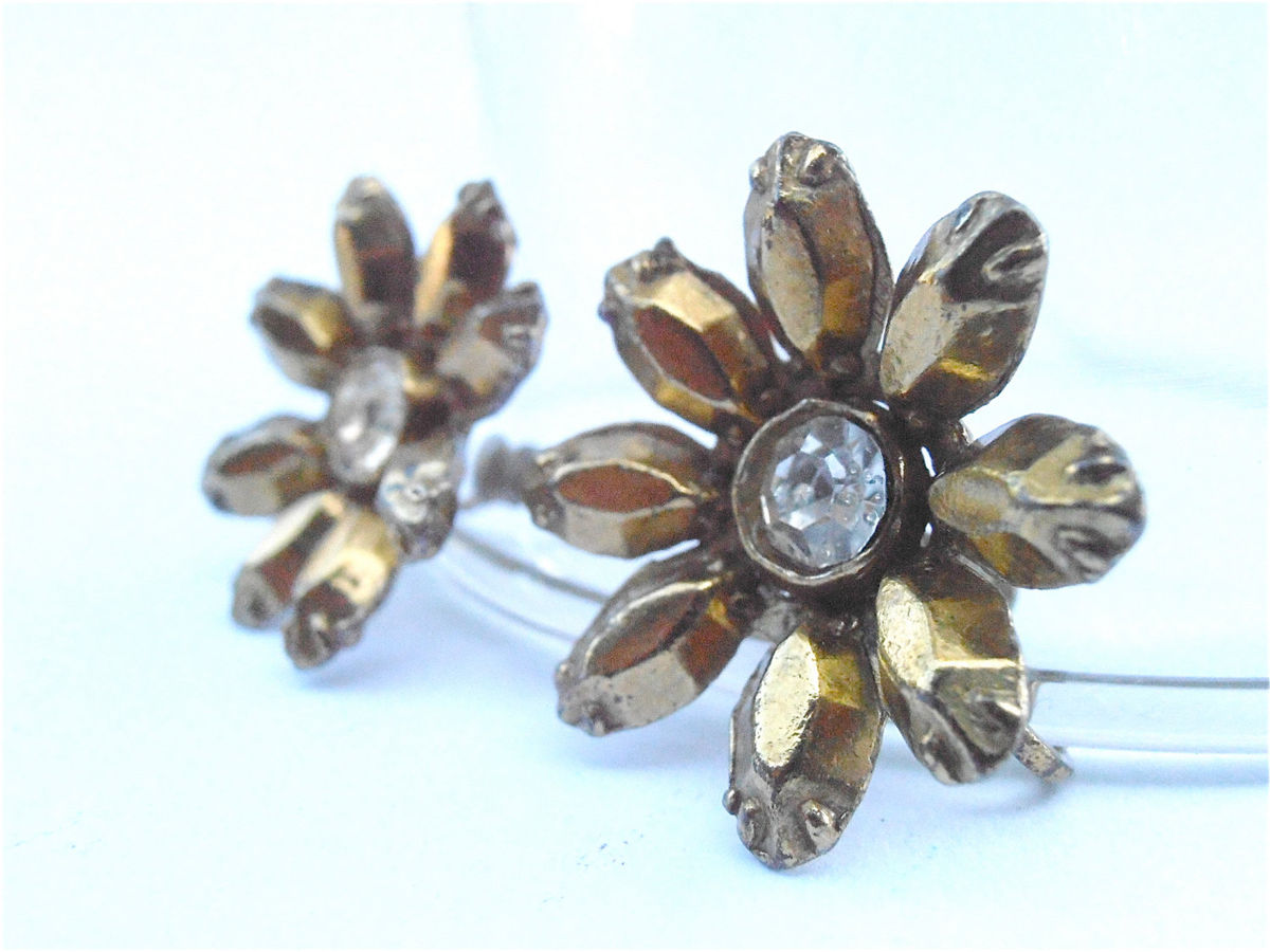 Vintage Gold Daisy Rhinestone Earrings Golden Flower Earrings Vintage Gold Petal Earrings Daisy Earrings Flower Power Gold Tone Earrings - product images  of
