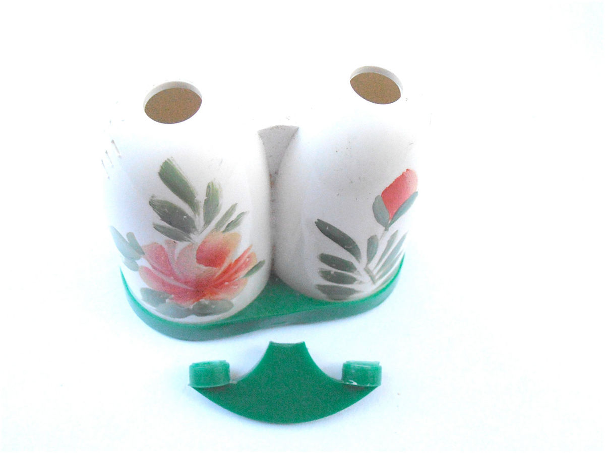 Vintage Retro Coral Green White Salt Pepper Shaker All In One Peach Flower Floral Acrylic Plastic Side By Side Condiment RV Picnic Motorhome - product images  of