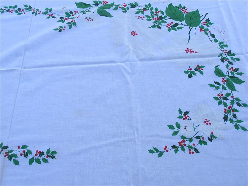Vintage Red White Christmas Tablecloth Poinsettias Flowers White Cotton Fabric Oval Table Linen Red Berries Holly Xmas Cloth 81