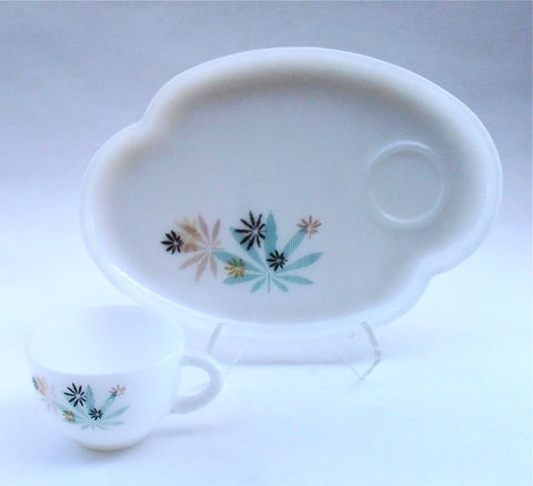 Vintage,Atomic,Flower,Milk,Glass,Snack,Tray,Federal,Co,Tea,Cup,Coffee,Beverage,Platter,Plate,Dish,Patio,Pattern,Midcentury,Mid,Century,vintage atomic flower milk glass tray set, vintage atomic flower cup, vintage flower patio snack tray set, vintage federal glass co set, flower tea beverage cup, vintage federal milk glass tray coffee cup set, vintage midcentury milk glass snack patio set