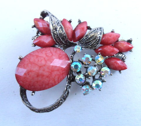 Vintage,Deep,Rose,Pink,Faceted,Brooch,Oval,Cabochon,Acrylic,Lucite,Aurora,Borealis,Rhinestones,Silver,Tone,Metal,Fancy,Leafy,Pin,Leaves,vintage deep pink rose faceted cabochon brooch, faceted oval cabochon dark pink pin, vintage pink acrylic aurora borealis brooch, vintage lucite aurora borealis rhinestone brooch, vintage aurora borealis rose pink pin, vintage leafy old rose silver brooch