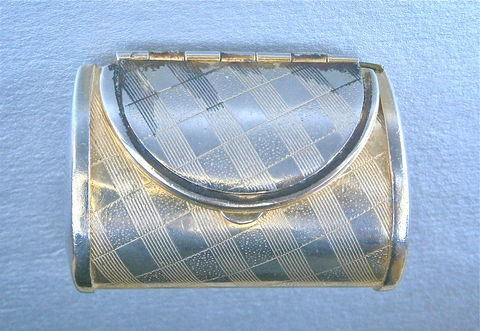 Vintage,Gold,Silver,Purse,Pill,Box,Miniature,Two,Tone,Trinket,Kawaii,Mini,Keepsake,Cute,Handbag,Clutch,Bag,Hinged,Flap,Tiny,Treasure,Texture,vintage gold silver purse pill box, vintage miniature silver purse pillbox, vintage miniature clutch bag trinket box, vintage mini clutch purse novelty box, vintage mini clutch bag keepsake box, miniature handbag pill box, gold miniature purse kawaii box