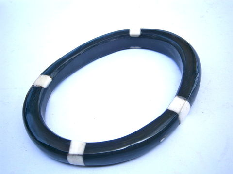 "Vintage,White,Black,Horn,Bangle,Mother,Of,Pearl,Inlay,MOP,Inlaid,Water,Buffalo,Carabao,Bracelet,Asymmetrical,9mm,Thick,7"",Inch,Circumference,vintage black white horn bangle, vintage black horn mop inlaid bangle, mother of pearl inlay bangle, vintage pearl inlaid bangle, vintage mop inlaid bangle, vintage mop inlay bangle, black white water buffalo horn bracelet, black white carabao horn bangle"