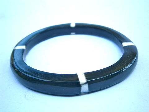 "Vintage,Buffalo,Black,Horn,Bangle,Water,Tribal,White,Mother,Of,Pearl,Inlay,Bracelet,MOP,Inlaid,Carabao,8mm,Thick,7"",Inch,Circumference,Stack,vintage buffalo black horn bangle bracelet, vintage stackable carabao horn bangle, black white buffalo horn bangle, mother of pearl inlaid inlay bangle bracelet, vintage horn mop inlaid bracelet, horn black white bracelet, tribal black white horn bangle"