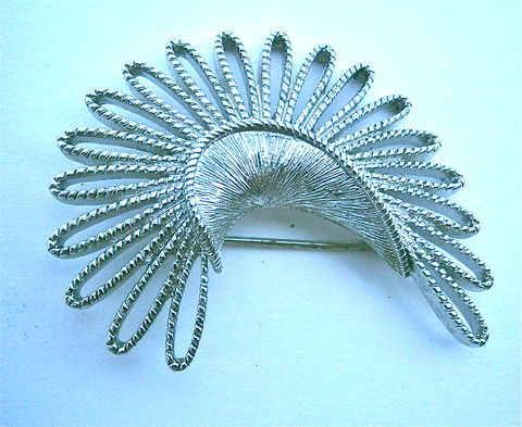 Vintage,Monet,Silver,Tone,Brooch,Retro,Atomic,Design,Loop,Twist,Brushed,Textured,Pin,Mid,Century,Midcentury,Crescent,Shape,Artsy,Artistic,vintage monet silver tone atomic brooch, vintage monet brush silver atomic pin, vintage crescent shape silver tone satin matte brooch, vintage atomic retro brooch pin, vintage loop twisted brooch, midcentury crescent atomic brooch, atomic crescent brooch