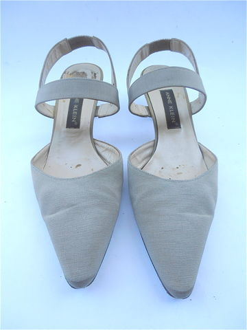 Vintage,Champagne,Ladies,Shoes,Kitten,Heels,Size,7.5,Narrow,Anne,Klein,Designer,Fabric,Grosgrain,Strappy,Pumps,Pointy,Satin,Sheen,Italian,vintage champagne fabric designer ladies shoes size 7 and half, vinage anne klein beige kitten heels, champagne grosgrain beige satin shoes, beige kitten heels, designer fabric shoe size 7 half narrow, beige strap shoes, designer italian ladies shoes