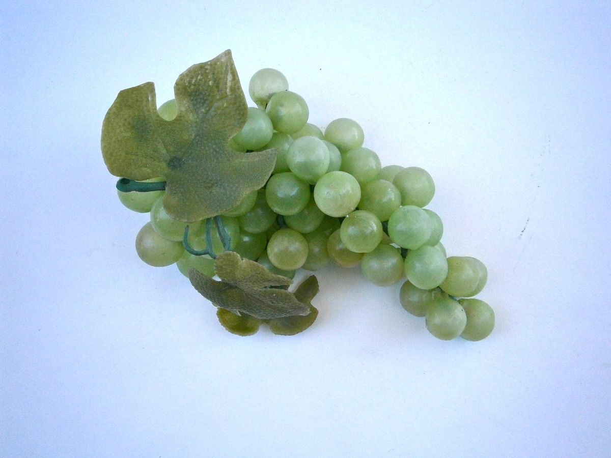 Vintage Green Grapes Plastic Vine Display Squeeze Soft Décor Table Setting Bunch Wedding Cascading Leaves Harvest Fall Autumn Waterfall Party - product images  of