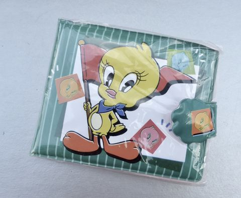 Vintage,Tweety,Bird,Wallet,Padded,Mirror,Notepad,Billfold,ID,Picture,Slot,Purse,Organizer,Photos,vintage tweety bird wallet, looney toons tweety bird, rare tweety bird vinyl padded wallet looney tunes collection, mirror notepad billfold purse, id picture wallet, yellow bird cartoon, tweety bird collectible, tweety bird organizer