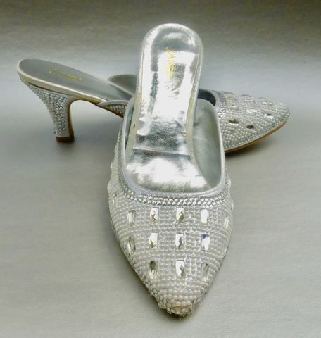 White,Pearl,Rhinestone,Shoes,Studded,Ladies,Mules,Silver,Size,8,Sandals,High,Heels,NWOT,white wedding silver high heels wedding shoes, metallic silver high heel sandals shoes womens size 8, pearl rhinestone mules ladies shoes size 8, pearl wedding bride bridal shoes size 8, white pearl studded ladies high heel shoes size 8, rhinestone studde