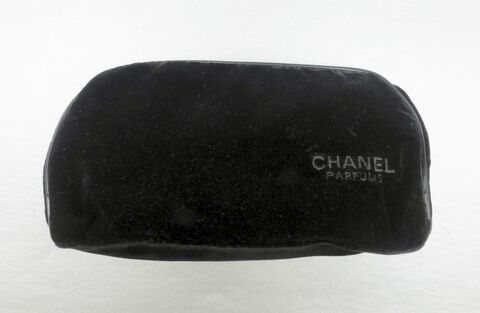 Black,Velvet,Chanel,Clutch,Zip,Pouch,Bag,Makeup,Parfums,Perfume,Cosmetic,Gift,Promotion,black velvet chanel makeup bag, black chanel cosmetic bag, chanel purse gift promotion, chanel parfums perfume pouch, black velvet bag pouch clutch purse, authentic chanel bag, original chanel designer gift bag