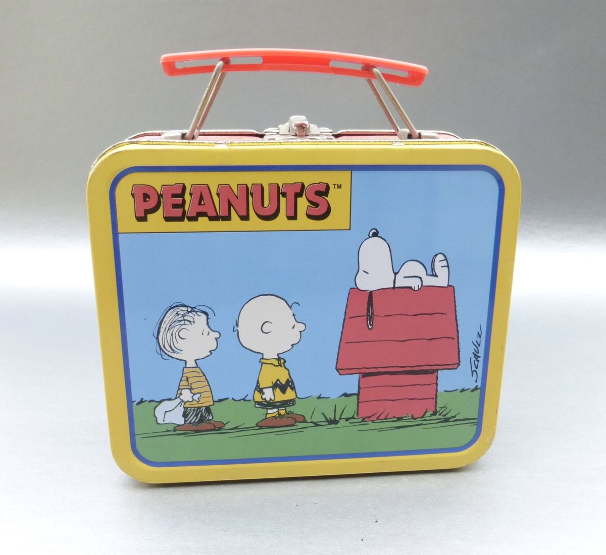 Vintage 90s Snoopy Metal Lunch Box Tin Pail Peanuts Charlie Brown Schulz Lucy Linus Schroeder Collection Collectible United Feature Syndicate Cartoon Animation Animated Icon Gang Villa Collezione Boutique