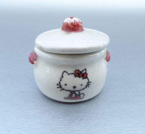 Vintage,80s,Little,Hello,Kitty,Ceramic,Box,Red,White,Pottery,Kitten,Cat,Collectible,Sanrio,Collection,Iconic,hello kitty collectible miniature box, vintage hello mini ceramic box, hello kitty miniature box, rare hello kitty collectible, rare sanrio collectible, red white glazed pottery, hello kitty anime, sanrio anime