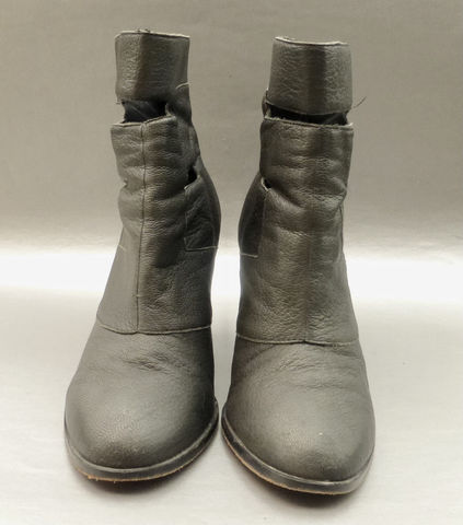 Grayish,Black,Leather,Boots,Colonial,Madness,LD,Tuttle,Cutout,Above,Ankle,Comma,Stylish,Heels,Size,10,Urban,Outfitters,P/O,100128873,Article,1531288701,colonial madness black leather boots, cut out black ankle boots size 10, colonial madness ld tuttle black pebble leather boots, zipper black texture leather ankle boots size 10, urban outfitter colonial madness collaboration, cut out ankle black leather b