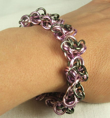 Chunky,Bracelet,Chaimmaille,Womens,Purple,and,Gunmental,link,jewelry,chainmaille bracelet, chain maille, handmade chain, handmade bracelet, maille bracelet, purple bracelet, lilac bracelet, chunky bracelet, chunky chainmaille, womens bracelet, chain jewelry, womens jewelry