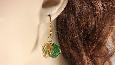 Green,leaves,earrings,,glass,spring,pretty,summer,earrings,green leaves earrings, glass leaves jewelry, glass spring earrings, pretty summer earrings, nature jewelry