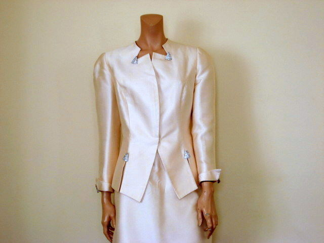 Women's Silk Suit by David Hayes for I Magnin Size 8 - product image