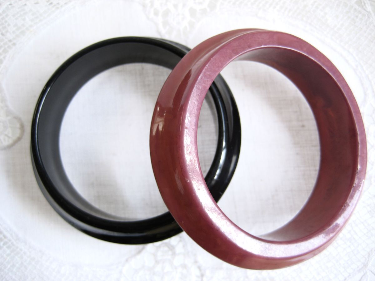 Pair of asymmetrical bangles in black and pink - product images  of