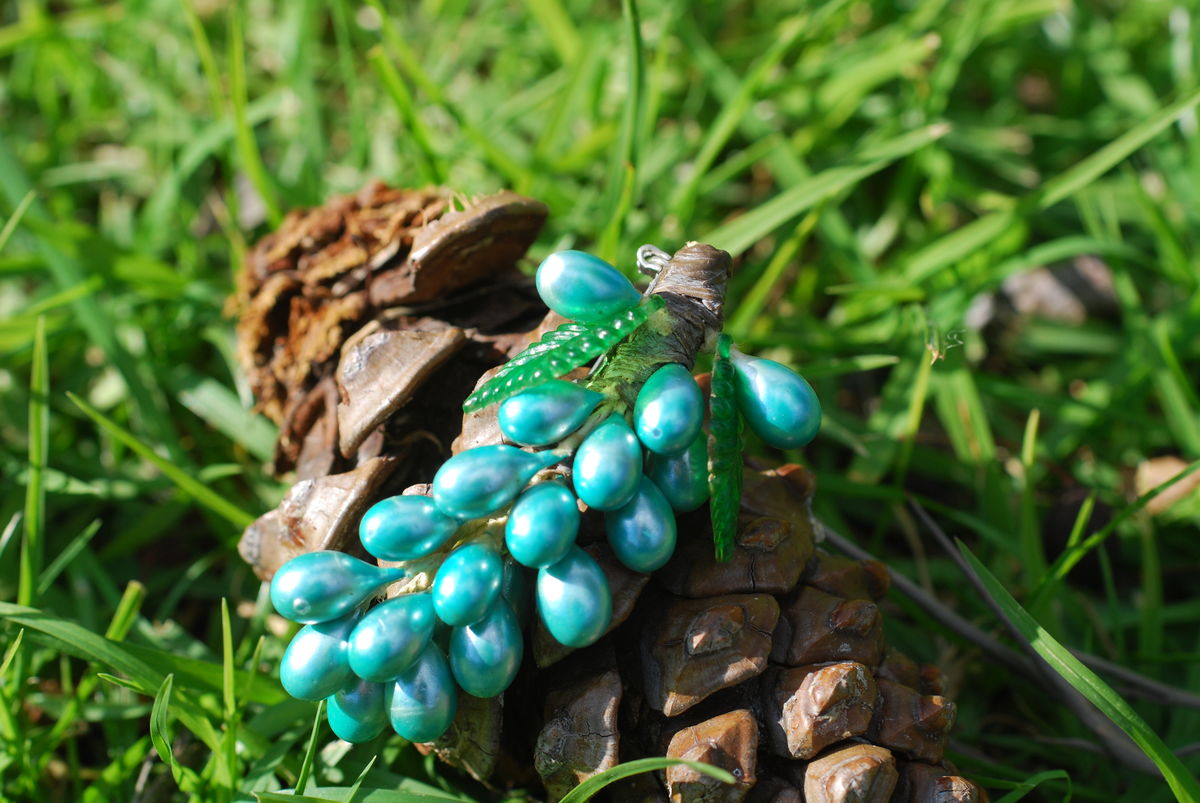 Vintage Blue Grapes Brooch - product image