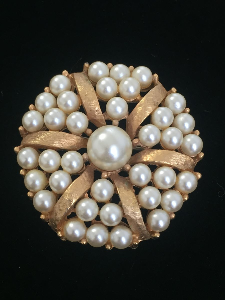 Beautiful Round Pearl Brooch - product image