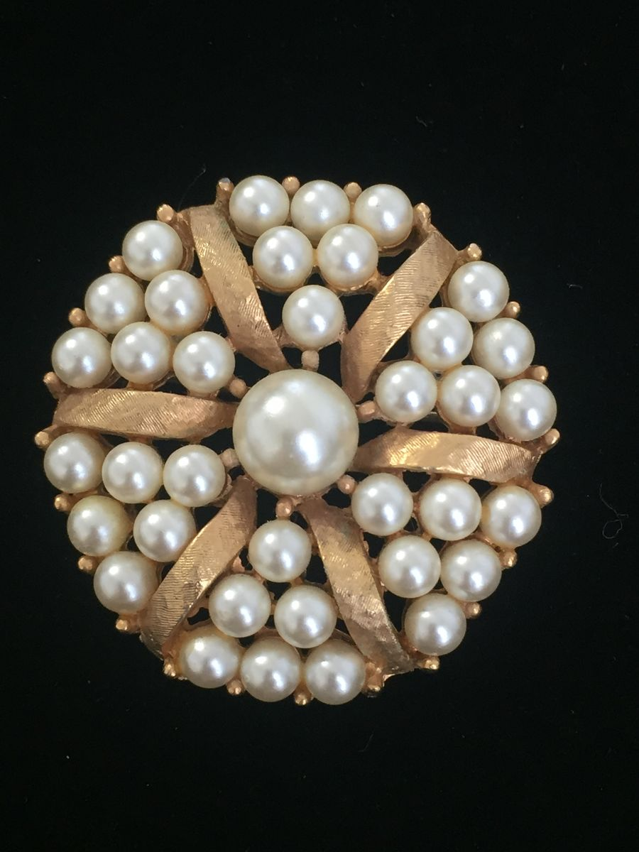 Beautiful Round Pearl Brooch - product images  of