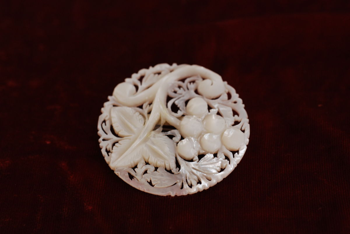 Mother of Pearl carved brooch - product images  of