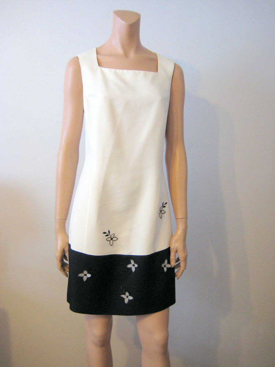 Elegant Black and White Sleeveless Sheath Dress Size 10 US - product image