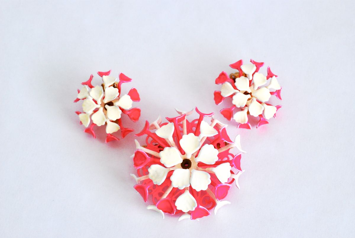 Vintage Enamel Flower Pin And Earrings Set Hot Pink White