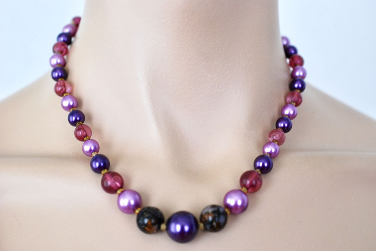 Vintage Purple Beaded Necklace 1950's, 1960's - product image