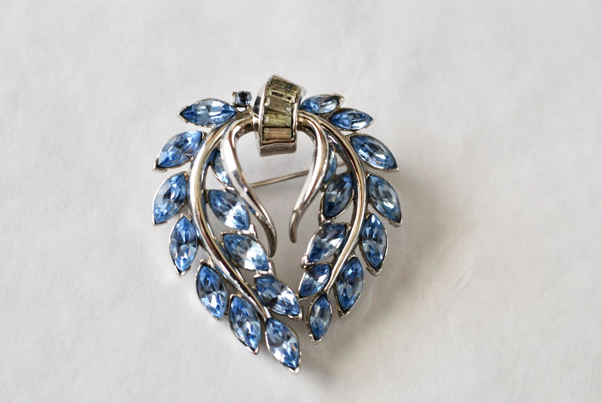 Vintage Trifari Blue Rhinestone Wreath Brooch - product image