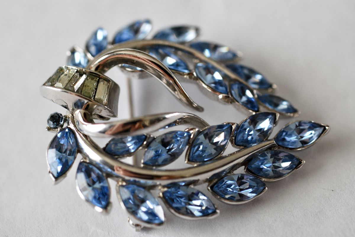 Vintage Trifari Blue Rhinestone Wreath Brooch - product images  of