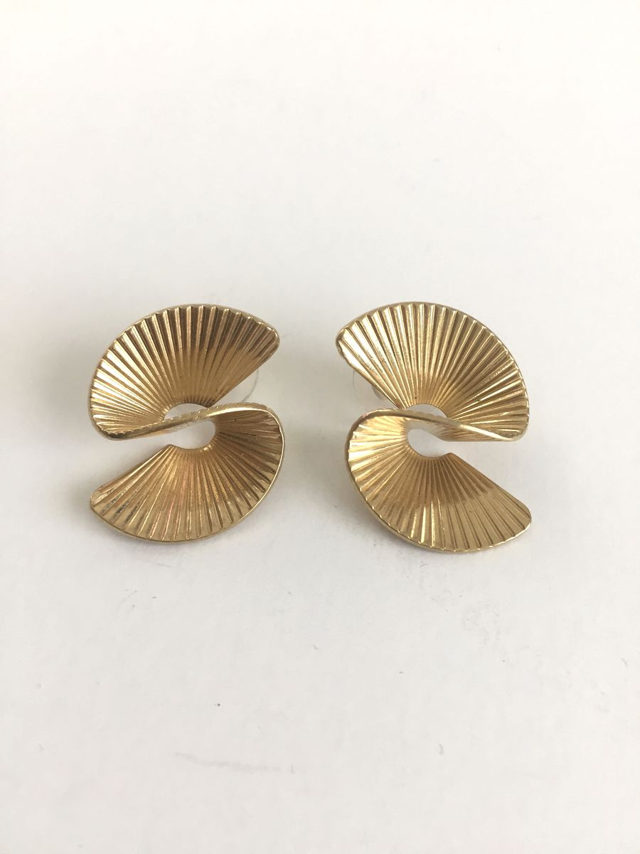 "3 D Swirl Earrings Gold Tone Sweeping ""S"" Shape - product images  of"