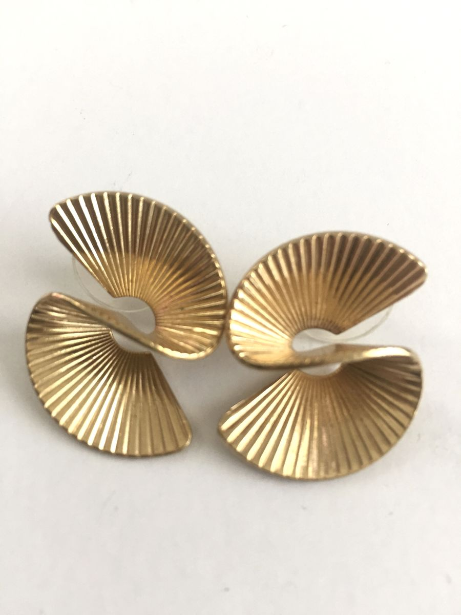 3 D Swirl Earrings Gold Tone Sweeping