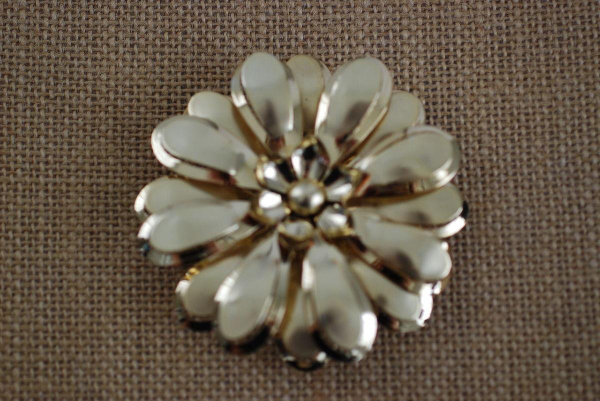 4658b3b508d ... Vintage Large Gold Tone Metal Flower Brooch - product images ...