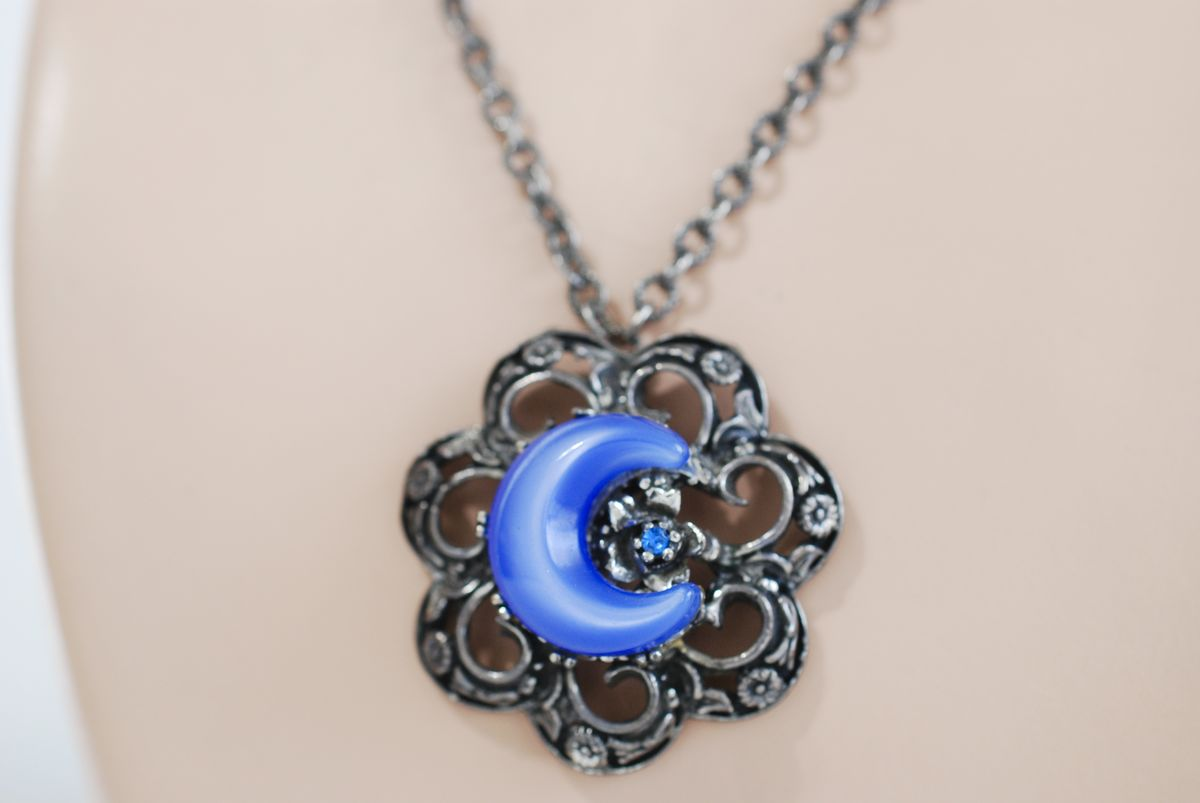 Vintage Pewter Tone Cast Flower Pendant Necklace with Blue Moonglow Centerpiece - product image
