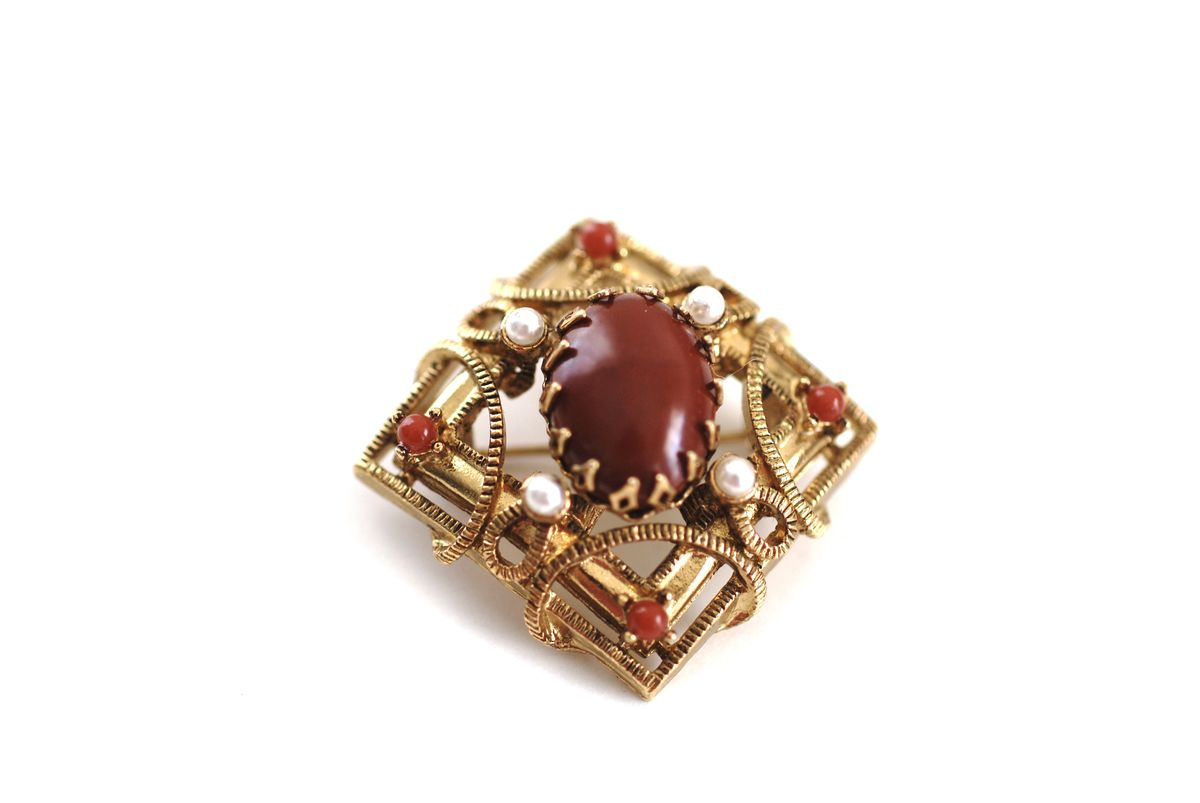 Stunning Lisner Brooch Gold Tone Carnelian and Pearl - product images  of