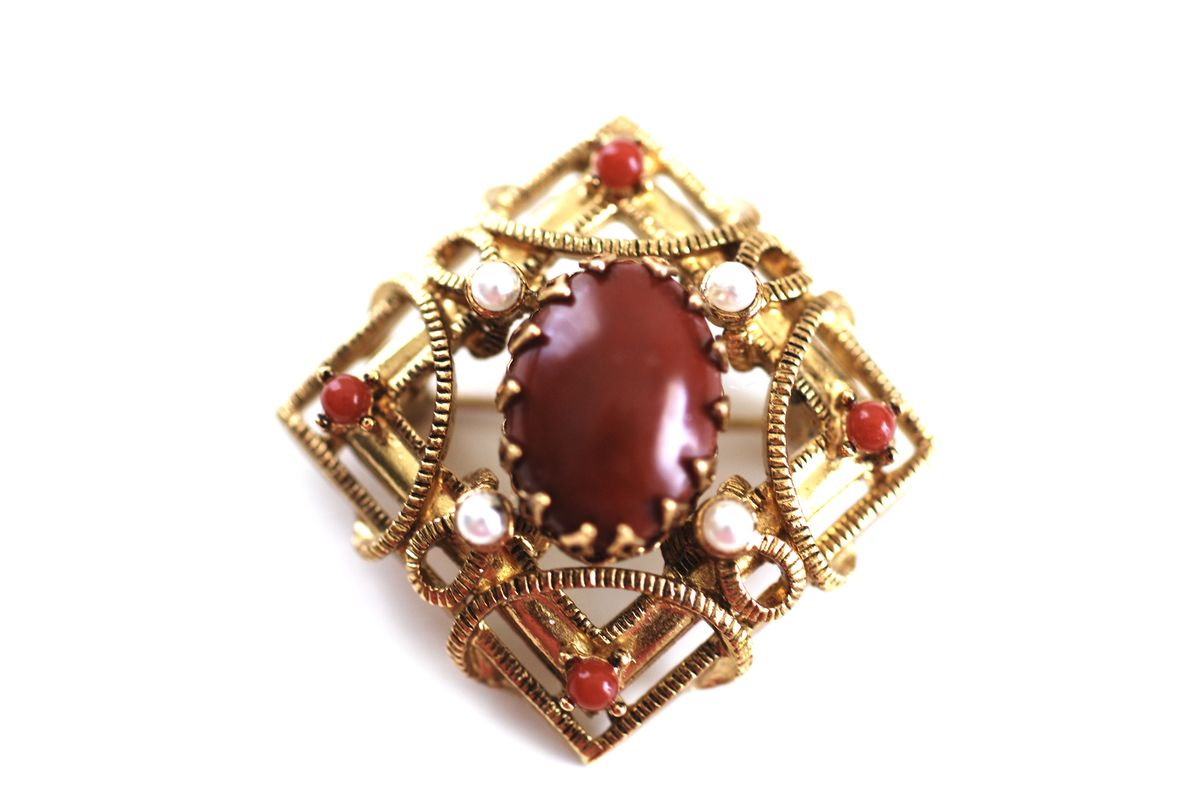 Stunning Lisner Brooch Gold Tone Carnelian and Pearl - product image